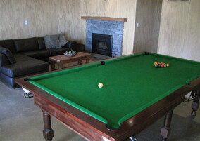 Ruapehu accommodation with a pool table